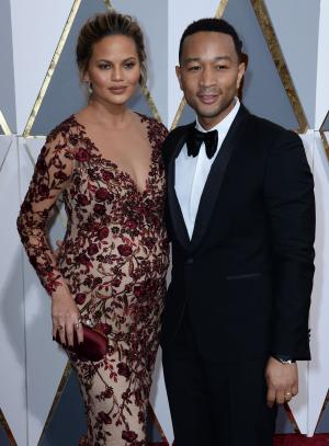 Chrissy Teigen gives birth to a daughter, names her Luna