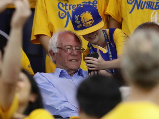 Bernie Sanders Golden State Warriors (Ezra Shaw / Getty)