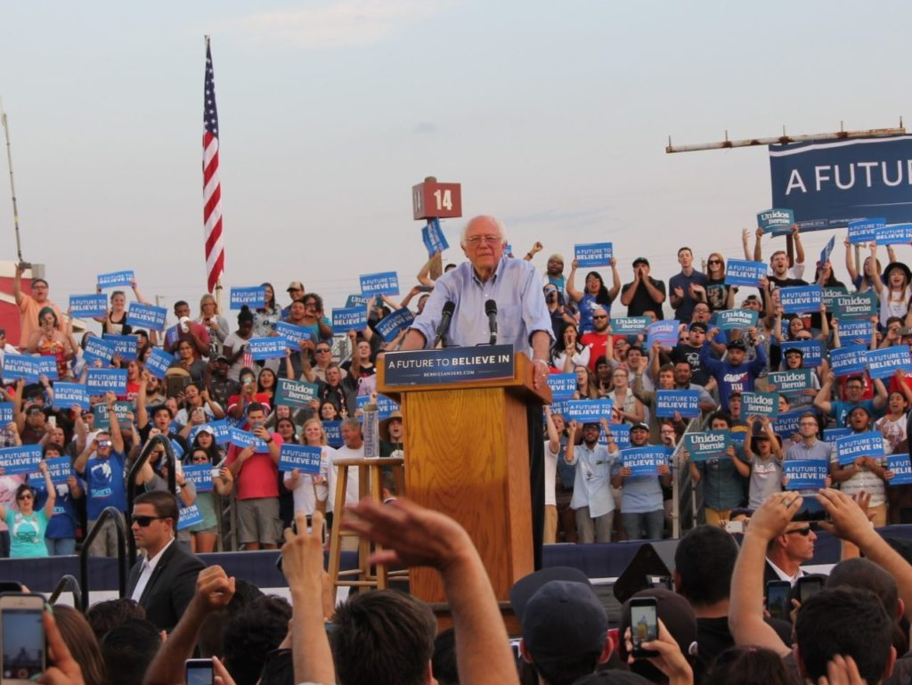 Bernie Sanders in Bakersfield 2 (Jennifer Lawrence and Dustin Stockton / Breitbart News)
