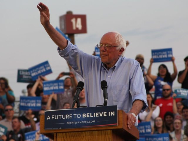 Bernie Sanders in Bakersfield (Jennifer Lawrence and Dustin Stockton : Breitbart News)