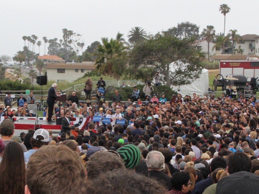 Bernie Sanders in Santa Barbara (Jennifer Lawrence and Dustin Stockton / Breitbart News)