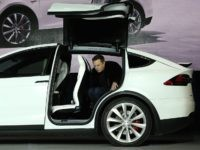 Elon Musx in Tesla X (Justin Sullivan / Getty)