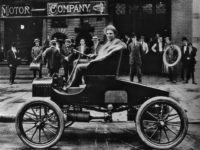 Picture dated 1900 of Henry Ford, attracting the attention of bystanders as he takes the wheel of one of his brand new cars. Henry Ford (1863-1947), US car manufacturer, was the founder of the Ford Motor Company in 1903 and father of modern assembly lines used in mass production. The …
