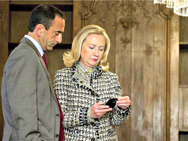 Hillary Using Blackberry AP