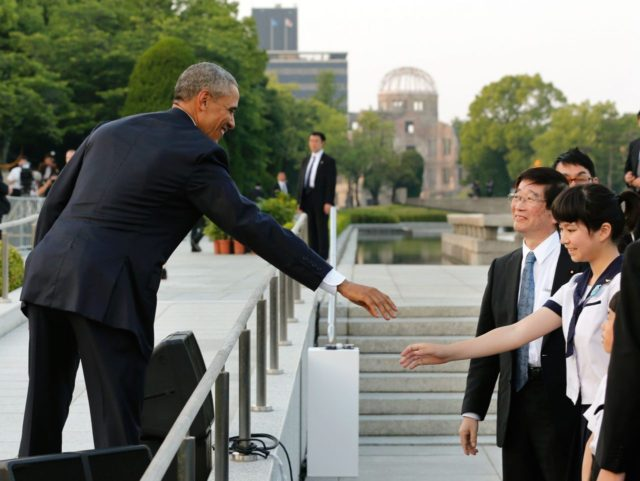 Obama in Hiroshima (Kimimasa Mayama / AFP / Getty)