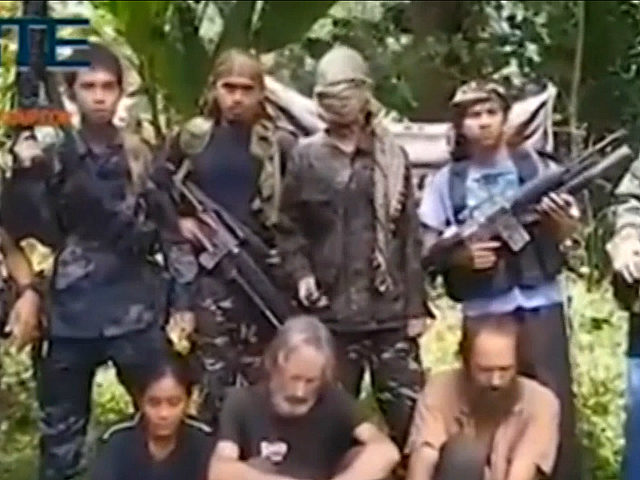 Video: Islamic State-Linked Filipino Terrorists Threaten to Behead 3 Hostages