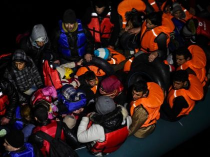 Nearly 1,000 Migrants Reach Italy, Signaling Shift in Route From Middle East