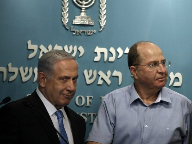 Israeli Prime Minister Benjamin Netanyahu (L) gestures as he stands next to Defence Minister Moshe Yaalon and Chief of Staff General Benny Gantz (R) at the end of a press conference at the prime minister's office in Jerusalem, on August 27, 2014.