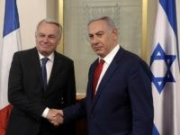 Israeli Prime Minister Benjamin Netanyahu (R) shakes hands with French Foreign Minister Jean-Marc Ayrault on May 15, 2016 during a meeting at the Prime Minister's office in Jerusalem.