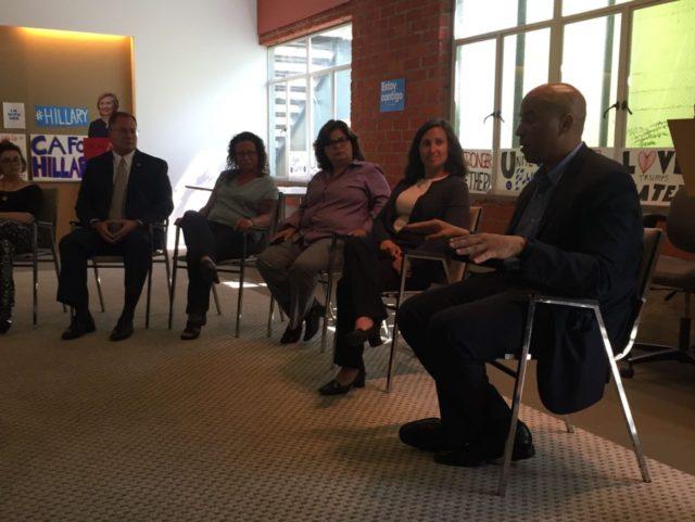 Booker Hillary event 3 (Jennifer Lawrence / Breitbart News)