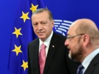 Turkey's President Recep Tayyip Erdogan (L) looks at European Parliament President Martin Schulz at the European Parliament in Brussels, on October 5, 2015, as part of a meeting with the European Union's top officials for urgent talks on the migration crisis and the Syrian war that is producing so many of the refugees. AFP PHOTO /EMMANUEL DUNAND