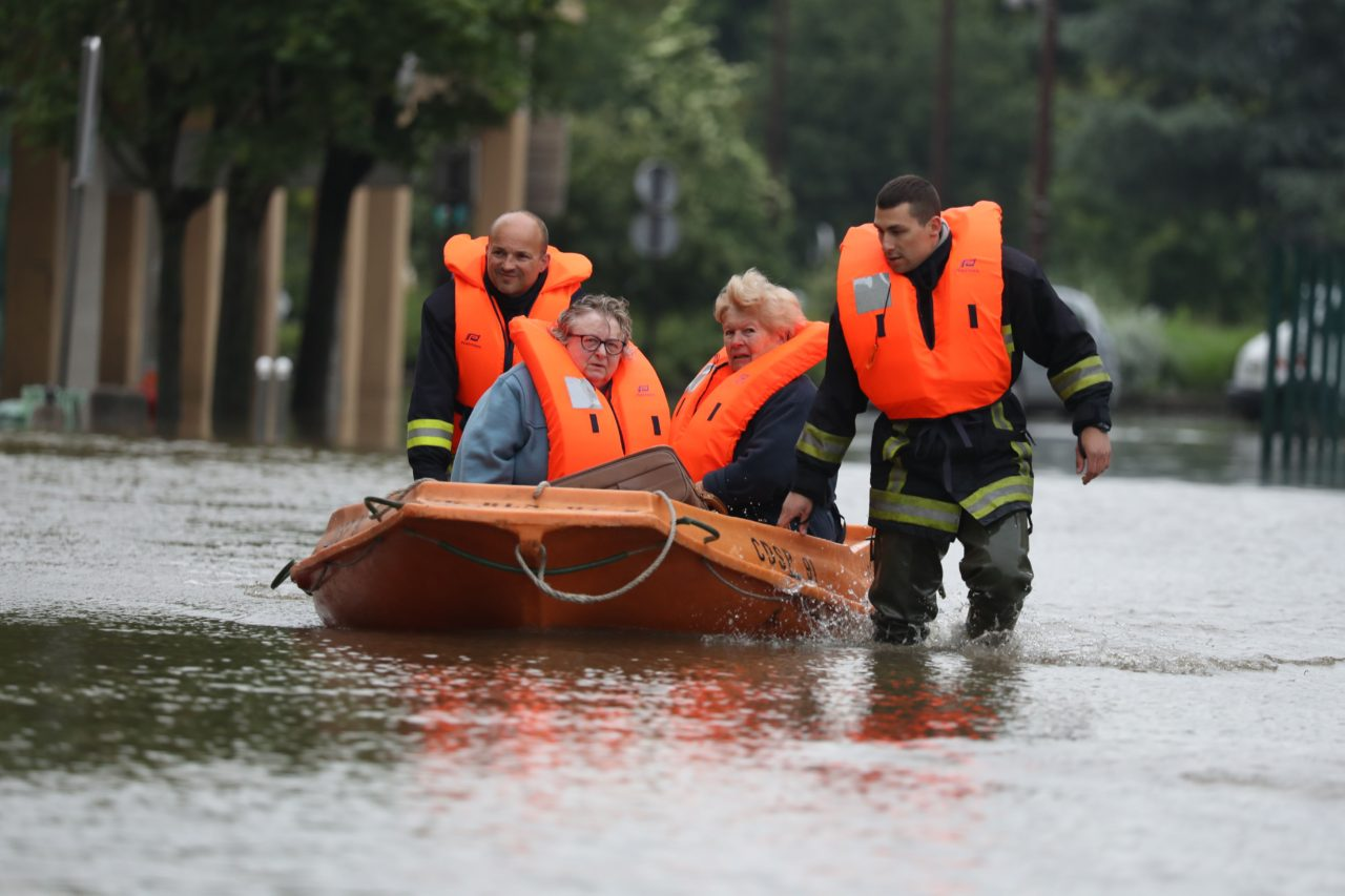 FRANCE-ENVIRONMENT-WEATHER-FLOOD-POLITICS
