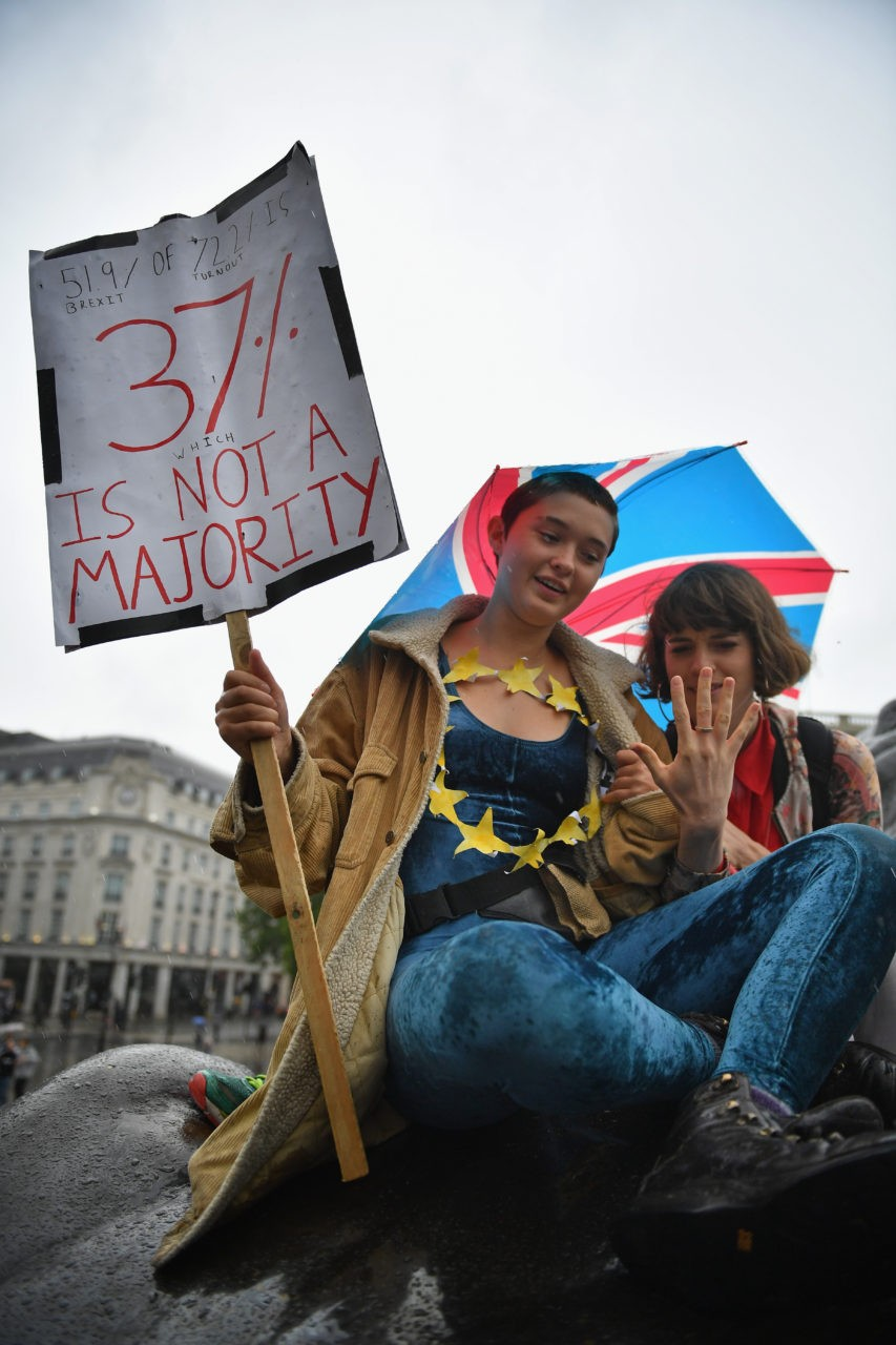LONDON, ENGLAND - JUNE 28: Protesters gather to demostrate against the EU referendum result in Trafalgar Square on June 28, 2016 in London, England. Up to 50,000 people were expected before the event was cancelled due to safety concerns. Early evening up to 300 people have still converged on the square to vent their anti-Brexit feelings. (Photo by Jeff J Mitchell/Getty Images)