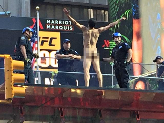 Naked Man Times Square Twitter @4danlopez