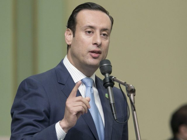 Roger Hernández (Rich Pedroncelli / Associated Press)