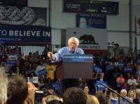 Bernie Sanders in Santa Cruz (Adelle Nazarian / Breitbart News)