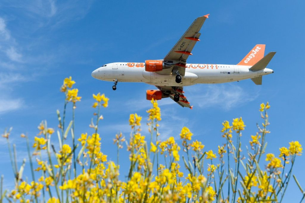 An airplane of the British airline Easyjet prepares to land to Barcelona's airport on June 6, 2016. / AFP / JOSEP LAGO (Photo credit should read JOSEP LAGO/AFP/Getty Images)