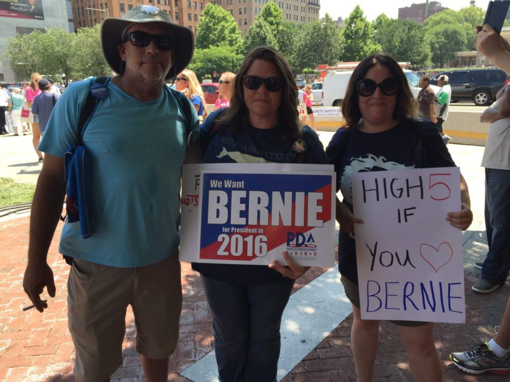 High 5 for Bernie (Joel Pollak / Breitbart News)