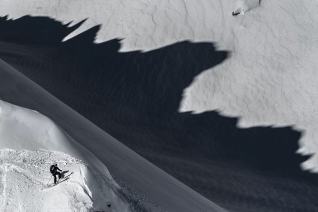 """Swedish skier Matilda Rapaport rides the wild face of """"l'Aiguille Pourrie"""" during a stage of the Swatch Freeride World Tour on February 5, 2016 in Chamonix. / AFP / JEFF PACHOUD (Photo credit should read JEFF PACHOUD/AFP/Getty Images)"""