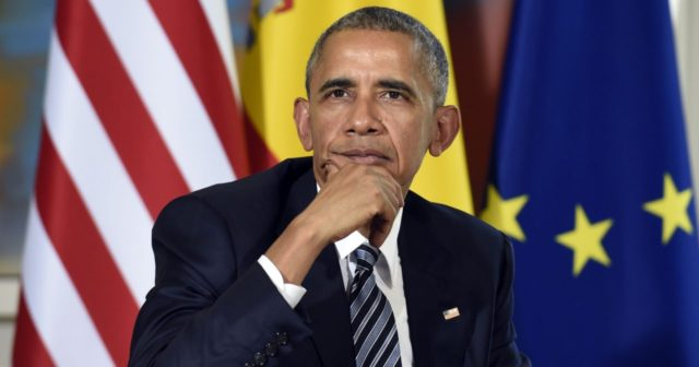 Obama Poses Spain Susan Walsh AP