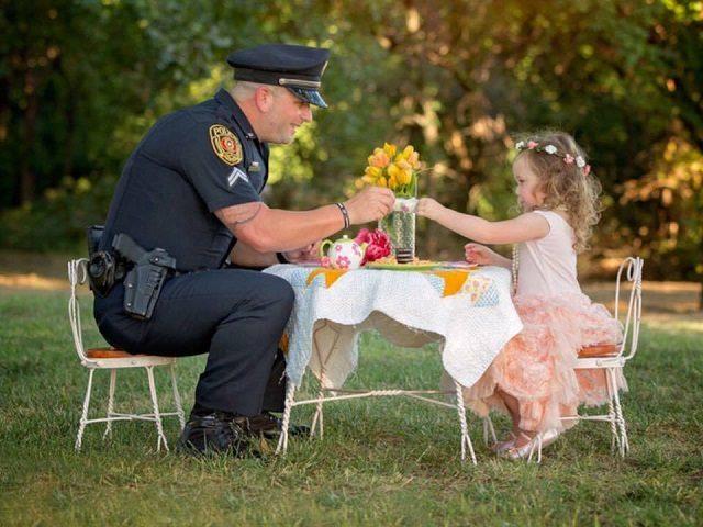 Rowlett Police Officer - Tea Time