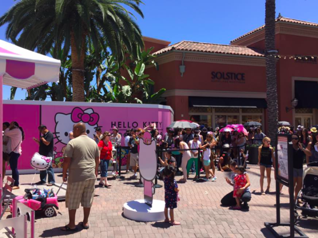 Hello Kitty in Irvine (Kenneth Chan / Facebook)