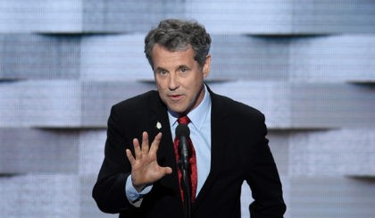 CORRECTION - US Senator Sherrod Brown of Ohio addresses delegates on the fourth and final day of the Democratic National Convention at Wells Fargo Center on July 28, 2016 in Philadelphia, Pennsylvania. / AFP / SAUL LOEB / The erroneous mention[s] appearing in the metadata of this photo by SAUL …