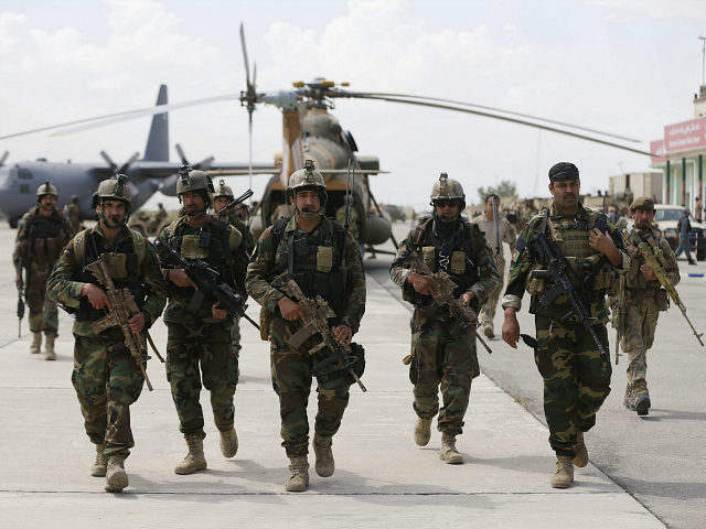 Afghan security forces arrive at the Kunduz airport, April 30, 2015. REUTERS/OMAR SOBHANI