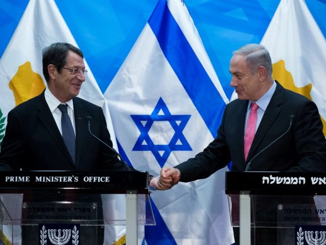 Cyprus' President Nicos Anastasiades (L) shakes hands with Israeli Prime Minister Benjamin Netanyahu during a press conference at the latter's Jerusalem office, on July 24, 2016. / AFP / EPA/POOL AND POOL / JIM HOLLANDER (Photo credit should read JIM HOLLANDER/AFP/Getty Images)