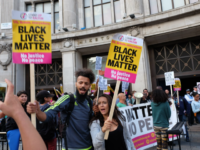 EXCLUSIVE PICS/VID: Black Lives Matter In London Boycotts Left-Wing Corporates, Beatboxes Outside Nike Store