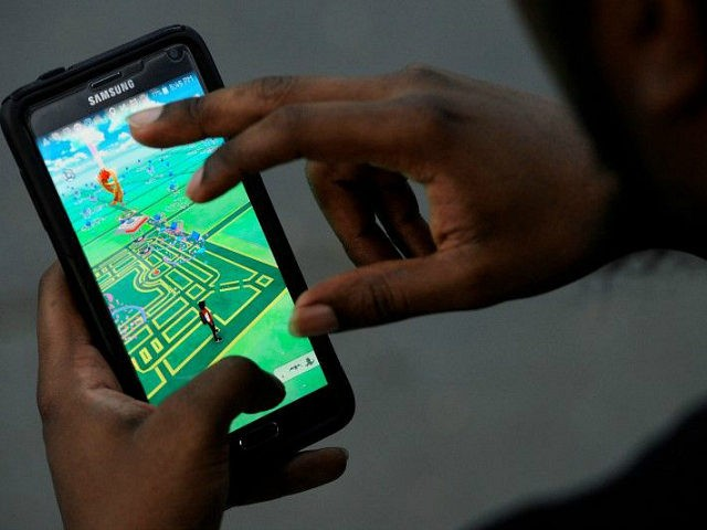 A virtual map of Bryant Park is displayed on the screen as a man plays the augmented reality mobile game ''Pokemon Go'' by Nintendo in New York City, U.S. July 11, 2016. REUTERS/MARK KAUZLARICH/FILE PHOTO - RTSI21Y