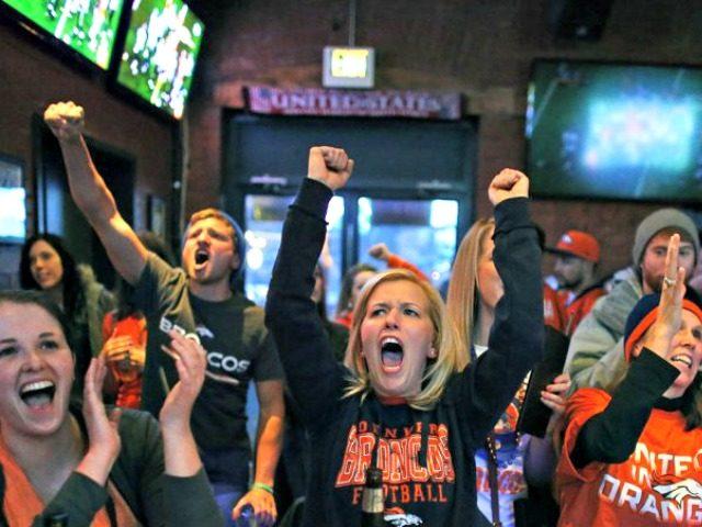 people_watching_football AP
