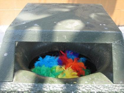 Rainbow trash (Ben Tesch / Flickr / CC)
