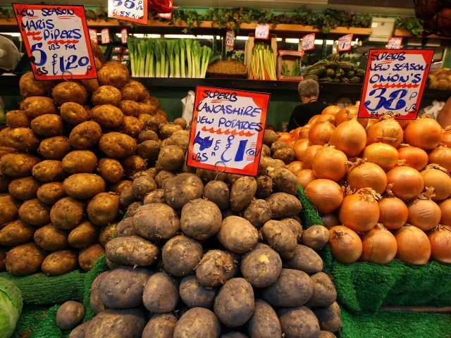 Fruit and vegetables are displayed at Bolton Market as figures for the Uk inflation rate show that it continues to slow on August 17, 2010 in Bolton, United Kingdom. The UK inflation rate dropped slightly from 3.2% in July to 3.1%. The Office for National Statistics also stated that the …