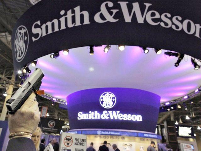 Gun Show Smith & Wesson Julie JacobsonAP