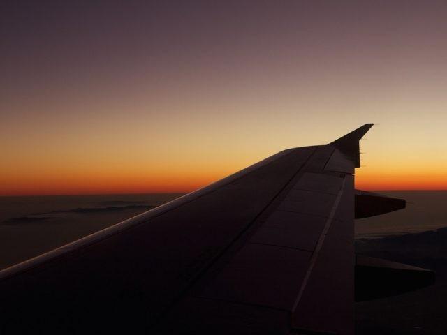 Leaving California twilight flight (Kristina D.C. Hoeppner / Flickr / CC / Cropped)