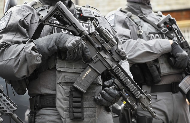 Police counter terrorism officers hold their weapons during a media opportunity in London, Wednesday, Aug. 3, 2016. London's police force is putting more armed officers on the streets 'to protect against the threat of terrorism.'' The increase in the number of officers follows attacks in France, Belgium and Germany. (AP Photo/Kirsty Wigglesworth)