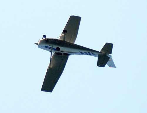 Upside-down Cessna (Bob MacInnes : Flickr : CC : Flipped)