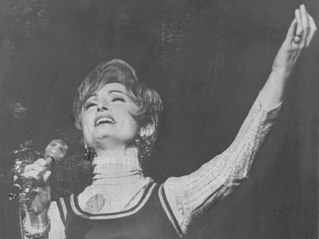 Rebbitzen Esther Jungreis, head of a Jewish revival organization, Hineni, addresses crowd at Felt forum last night. November 10, 1973. (Photo by Frank Leonardo/New York Post Archives / (c) NYP Holdings, Inc. via Getty Images)
