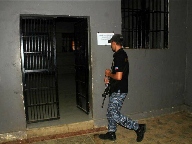 PHILIPPINES, MARAWI CITY : A jail guard walks past an prison cell at the provincial jail in Marawi City, in southern island of Mindanao on August 28, 2016, a day after members of Maute group, a Muslim extremist inspired by the Islamic State movement, rescued their jailed colleagues. Muslim extremists inspired by the Islamic State movement staged a daring jailbreak in the southern Philippines, freeing 28 detainees in the latest in a series of mass escapes, officials said August 28. / AFP PHOTO / RICHELE UMEL