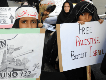 Pakistani Shiite Muslims carry placards during a rally against Israel and the United States to mark the Al-Quds (Jerusalem) day on the last Friday in the month of Ramadan in Karachi on August 17, 2012. Shiite Muslim protesters rallied across the country against the United States and Israel and prayed …