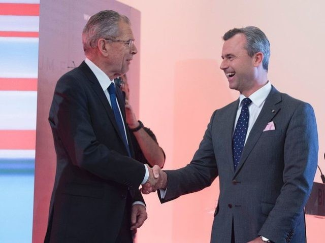 Presidential candidates Alexander Van der Bellen (L) and Norbert Hofer (R) shake hands prior to a television discussion after the second round of the Austrian President elections on May 22, 2016, at the Hofburg palace in Vienna. / AFP / JOE KLAMAR (Photo credit should read JOE KLAMAR/AFP/Getty Images)