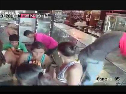 Venezuelans looting bakery