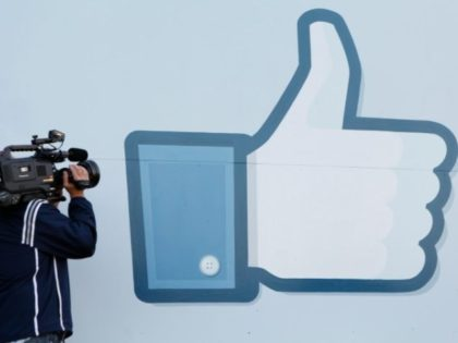 Facebook will rely more heavily on an algorithm to operate its trending news feature, no longer requiring people to write descriptions