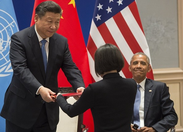 """Chinese President Xi Jinping (L) holds the Chinese documents to formally join the Paris Climate deal alongside US President Barack Obama as both countries formally join the Paris Climate deal at Ruyi Hall at the West Lake State House in Hangzhou on September 3, 2016. The United States and China on September 3 formally joined the Paris climate deal, with US President Barack Obama hailing the accord as the """"moment we finally decided to save our planet"""". World leaders are gathering in Hangzhou for the 11th G20 Leaders Summit from September 4 to 5. / AFP / SAUL LOEB (Photo credit should read SAUL LOEB/AFP/Getty Images)"""