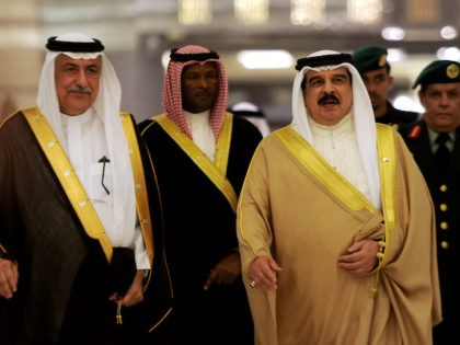 Saudi Finance Minister Ibrahim bin Abdulaziz bin Abdullah al-Assaf (L) and Bahrain's King Hamad bin Issa al-Khalifa (R) attend a Gulf Cooperation Council (GCC) informal summit in the Saudi Red Sea city of Jeddah on May 31, 2016. Gulf Arab states grappling with lower oil revenues on Tuesday formed a …