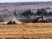 This picture taken on September 4, 2016 at Elbeyli, in the southern region of Kilis, shows Turkish tank coming from Syria during clashes betweenTurkish army and ISIS militants. Ankara stepped up its fight against militants in Turkey and northern Syria with air strikes on Kurdish rebel positions in the restive southeast and IS extremists in northern Syria, security sources said on September 4, 2016. / AFP / BULENT KILIC (Photo credit should read