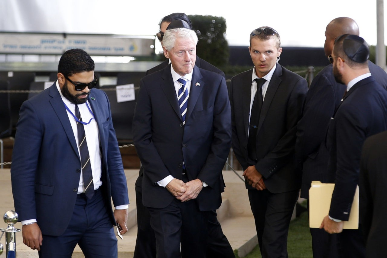 Former US President Bill Clinton (C) is seen upon his arrival to Mount Herzl Cemetery to attend the funeral of former Israeli President Shimon Peres, in Jerusalem on September 30, 2016. / AFP / POOL / RONEN ZVULUN (Photo credit should read RONEN ZVULUN/AFP/Getty Images)
