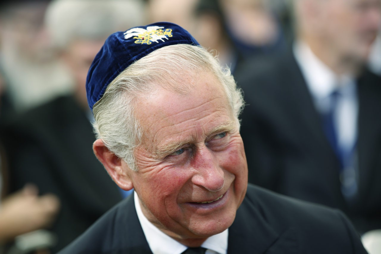 JERUSALEM, ISRAEL - SEPTEMBER 30: Prince Charles, Prince of Wales wearing a 'Yalulke,' or Jewish skull cap during the funeral of Shimon Peres at Mount Herzl Cemetery on September 30, 2016 in Jerusalem, Israel. World leaders and dignitaries from 70 countries attended tthe state funeral of Israel's ninth president, Shimon Peres, in Jerusalem on Friday, after thousands of Israelis paid their last respects to the elder statesman who died on Wednesday. (Photo by Abir Sultan- Pool/Getty Images)
