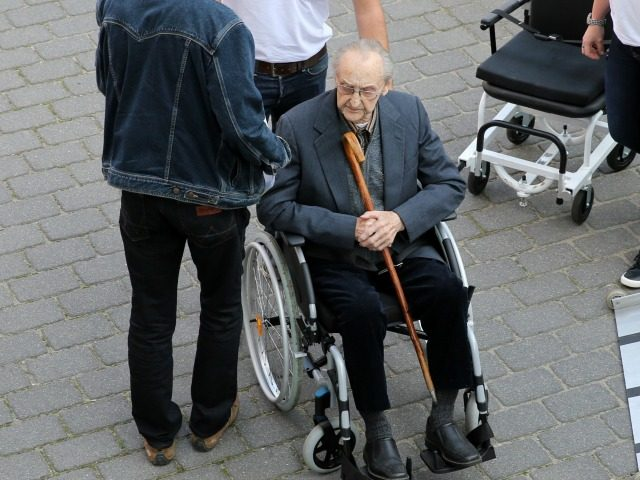 Former SS medic Hubert Zafke, 95, accused of aiding in 3,681 murders in Auschwitz in 1944, arrives for his trial on September 12, 2016 at the court in Neubrandenburg, northeastern Germany. / AFP / dpa / Bernd Wüstneck / Germany OUT (Photo credit should read BERND WUSTNECK/AFP/Getty Images)